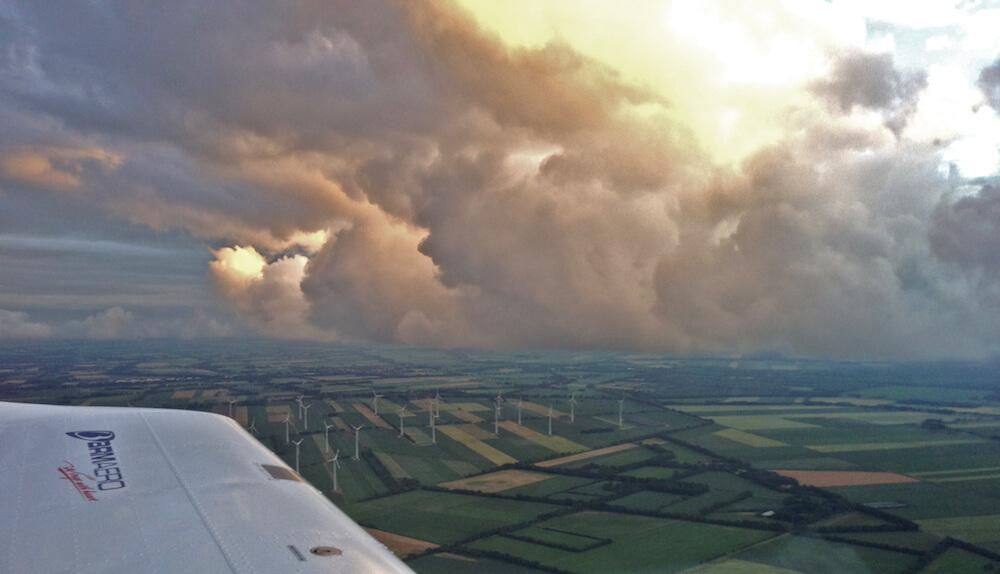 Wunderschöne Wolken beim Rundflug im Emsland