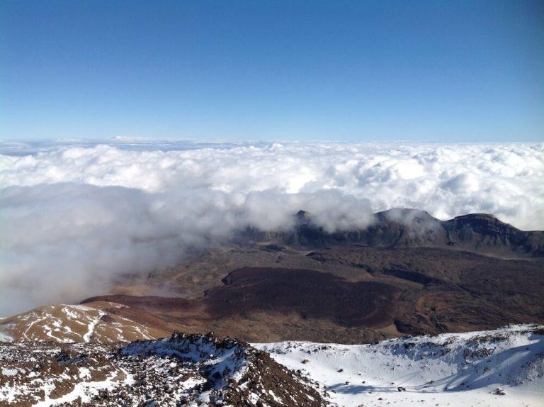 Über den Wolken: UL-Flug über Gebirge